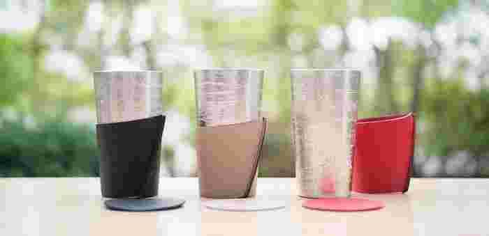 上質な家飲みが実現しそうな、美しくオシャレな24 KIRICO×能作の「ビアカップ‐シラカバセット」。錫100%で作られたビアカップは、富山県高岡市で大正5年に創業した、伝統工芸品ブランド「能作」の酒器。錫製品はお酒の雑味をとりのぞいて、口当たりをよくしてくれる優れものなんです。