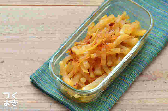 しょうがでさっぱり、赤唐辛子でピリッ、味のアクセントが楽しい1品。常備菜として冷蔵庫に置いておきたいですね。