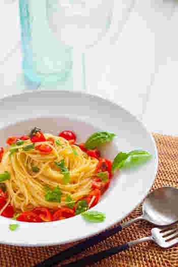 暑い日にさっぱり食べたいカッペリーニを使った冷製パスタをご紹介しました。  定番のトマトはもちろん、海鮮やフルーツ、和風テイストともよく合うカッペリーニで、色んな冷製パスタを作ってみてくださいね。
