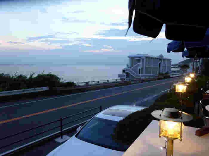 富士山と相模湾が見渡せるマーロウ本店。夕暮れは特に美しい…。近くに寄ったらぜひ行きたいレストランです。