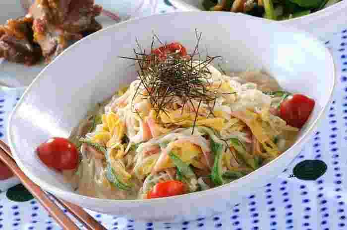 長芋&オクラのネバネバコンビでつくるさっぱり素麺。ハムや卵もプラスして食卓が華やぐ一品に! 長芋のシャキシャキっとした食感がアクセンに!