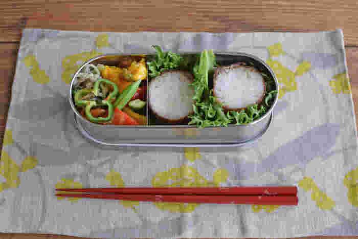 日本製のシンプルなお弁当箱は使う人を選ばず、どんなお弁当でも美しく仕上げてくれます。食洗器にかけることもできるので、後片付けもあっという間です。