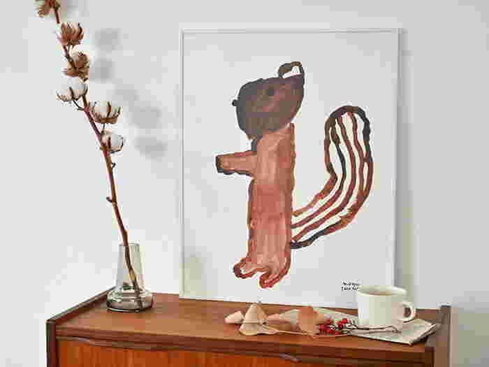 床に直接置いたり、家具の上に置いてちょっとした小物をあしらうだけで個性的な空間に生まれ変わります。動物の可愛いモチーフで壁が個性的かつキュートな印象になります。