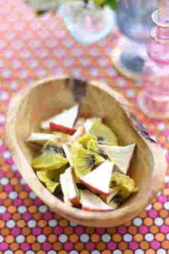 紅茶と一緒にそのままつまんだり、ヨーグルトやサラダに入れても美味しいのがリンゴとキウイ。爽やかな甘酸っぱさがいいんです♪