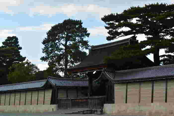 1864年8月20日に、京都御苑で尊王攘夷派維新志士と幕府軍が衝突する蛤御門の変(はまぐりごもんのへん)が起こりました。新撰組は、幕府軍として蛤御門の変に出動しています。