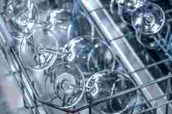 「びわこふきん」で洗剤を使わず食器洗いをした後に「食器を拭く用」として作られた「和太布」が、やっぱり食器を拭くのに大活躍です。水気も繊維も残らずきれいに拭きあげられます。