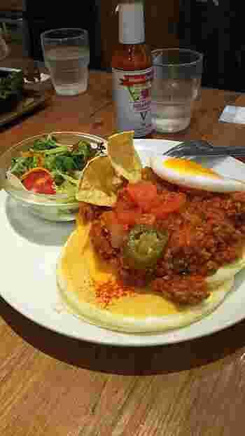 こちらは「太陽のホットチリメキシカンパンケーキ」。スパイシーなパンケーキというのも新鮮ですね。