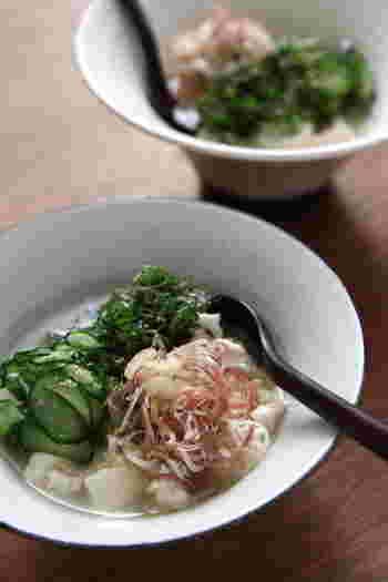 ごはんやうどん、そうめんの他、豆腐にかけるというご家庭も。みそ味に、きゅうりや魚のうまみなら、豆腐との相性もばっちりですね!