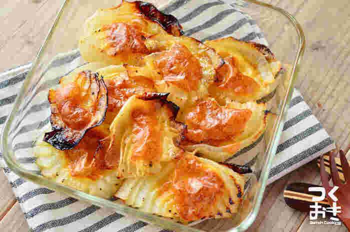 玉ねぎをカットしてチーズを乗せて焼くだけの、超簡単レシピ。お弁当のおかずにもオススメで、再加熱しても美味しく食べられます。