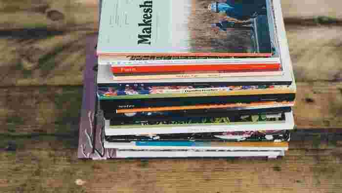 雑誌の中で気になったコラム、お気に入りのスナップなどを切り取ってノートにスクラップ。雑誌を捨てるハードルも下がるので、本棚をすっきり管理できます。「好き!」と感じたものをまとめておくことで、自分の好みや興味のあることが明確になる効果も。