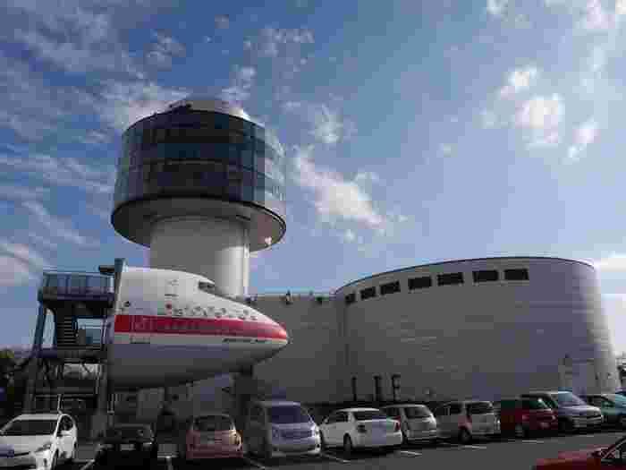 成田空港からバスで10分ほどのところにある「航空科学博物館」は、子供はもちろん、飛行機好きの大人もワクワクする博物館です。