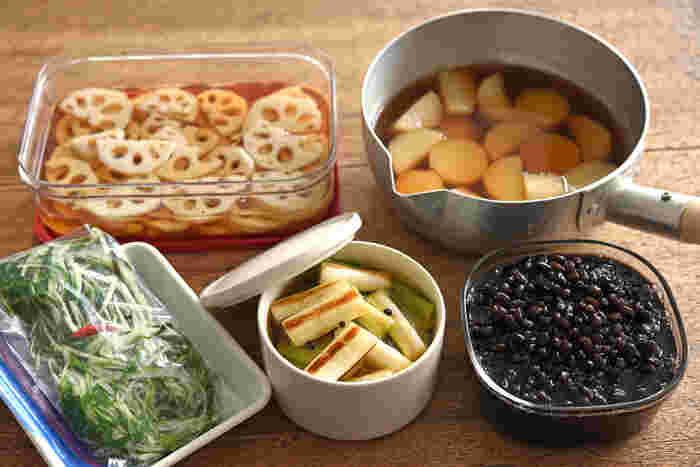 あると毎日の食卓が充実する「常備菜」。今回の5品それぞれの保存期間の目安も気になりますよね。長く日持ちするものは前々から作っておくとラクかも知れません。