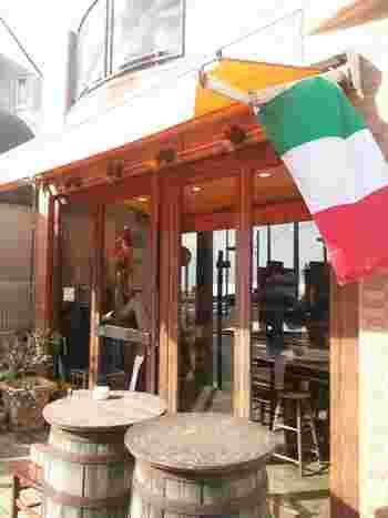 長谷駅から由比ヶ浜海岸海方面、ちょうど海が見えるあたりに位置するのが、地元民からも愛されているイタリアン「イル ビッライオ」です。