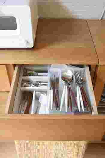 DIYで、引き出しの中にレールを付けて2段に!この方法なら下の物は取り出し易いままで、収納容量は2倍。DIYに不慣れな方でも、簡単に出来ますよ♪