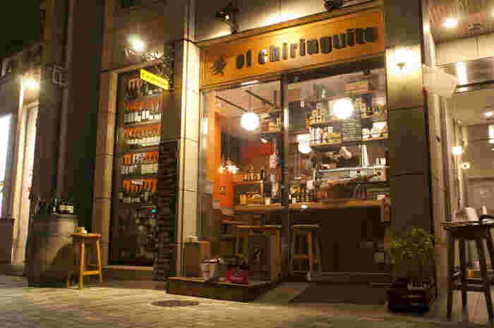 最後は個性派、日本初というスペインの海の家がコンセプトの店です。ワインもスペイン産のみで、南スペインの明るい太陽と海の恵みが美味しいアンダルシア料理にベストマッチ!場所は東京メトロ各線 市ヶ谷駅から歩いて1分くらいです。
