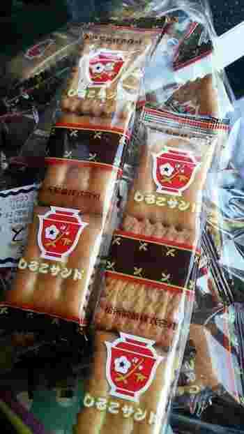 小倉トーストにヒントを得て作られた松永製菓の「しるこサンド」は、昭和41年発売のロングセラー。クリームサンドやクラッカー、抹茶などさまざまなタイプがあります。