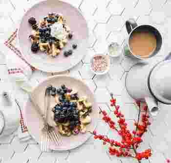 食卓を優しく彩るピンクの器たち。 媚びないピンクが、お食事の時間をワクワク楽しいひとときに…。みなさんも、お気に入りのピンクの器で、暮らしに可愛らしいエッセンスをプラスしてみませんか♪