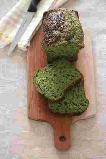 鮮やかなグリーンはほうれん草の色です。プチプチの黒ゴマの食感も楽しいかも!これなら喜んで食べてくれそうですね♪