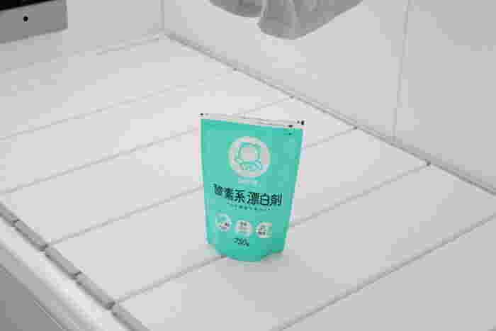 家庭でよく使われる酸素系漂白剤(過炭酸ナトリウム)を「煮洗い」で重曹や粉石鹸と併用する方法もネットなどでは見受けられますが、粉石鹸との併用には注意が必要です。