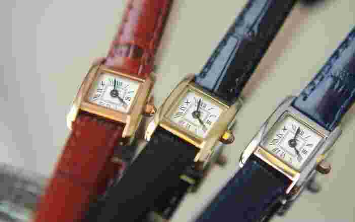 """「フルール」は、""""アンティークは新たなベーシック""""をコンセプトとする日本のブランド。どんな時代にもどんなファッションにもマッチする、ベーシックなアイテムを提供しています。フルールの腕時計は、華奢でありながら存在感があるのが魅力。本革のリザードレザーなので、ナチュラルファッションともしっくり馴染みます。"""