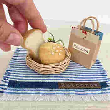 羊毛フェルトで、ミニチュアサイズのパンづくり。おいしそうな焼き色も付いて、うきうきしてしまいますね。なんだかはまってしまいそうです。