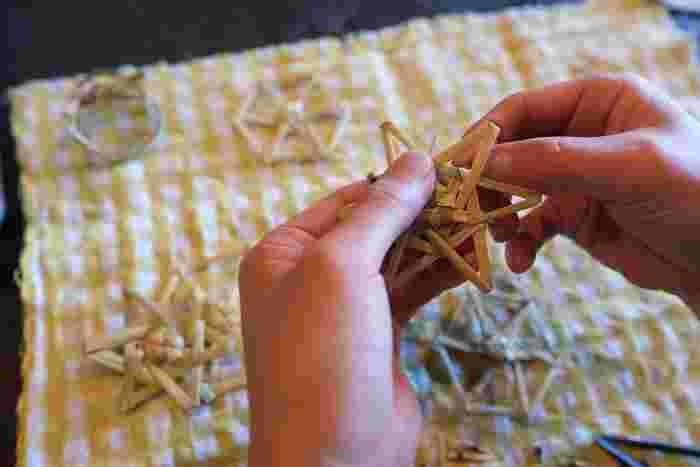 「工房ストロー」が活動しているのは、東北の米どころ山形県。ストローとは英語で藁のこと。稲作が始まった遠い昔から伝えられた知恵を継承し、未来へつなぐ場所としてワークショップや藁で作った製品の販売をしています。