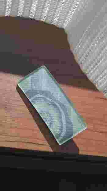 パールがかった包装紙もしっかりその風合いをプラバン越しに見てとることができます。