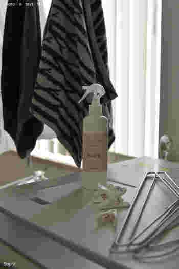 干す時に、除菌・消臭スプレーをかけておけば、部屋干しの嫌なニオイもスッキリします。また、すぐに洗濯できないものにシュッとひと吹きしておくのも効果的です。
