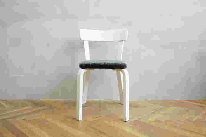 Vintage Chair NO.69 × minä perhonen -frozen fleld- 計算された美しいラインにうっとり。