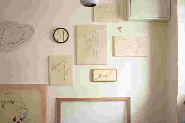"""hoshi mitsukiさんはどのような刺繍作品を制作されているのでしょうか?今年2018年に世田谷 二子玉川の「Café Lisette(カフェ リゼッタ)」に隣接したスペース"""" shed """"で開催された個展を少し、のぞいてみましょう。"""