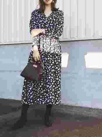プチプライスでトレンド感溢れるお洋服が手に入るGU。花柄ワンピースも気軽に試すことができます。ブラウン系のブーツやバッグを合わせてシックに決めるのも素敵ですね。