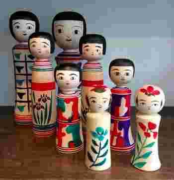 200年の歴史を持つこけしは、1890年代に箱根の組子式七福神こけしが海を渡り、マトリョーシカになったと言われています。つまり、ロシアの「マトリョーシカ」のルーツは、日本の「こけし」にあるのです。