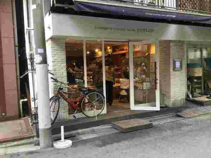 麻布十番駅の1番出口から徒歩約2分、少し奥まった住宅街に現れるのが『ポワンタージュ』という麻布十番で大人気のパン屋さん。店内でイートインができます。