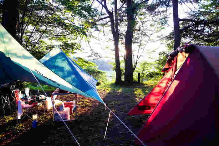 どちらかというとキャンプに慣れている中級者~上級者さん向けサイト。区画が分かれていないので、快適に過ごすことができる場所を見極める目が必要です。