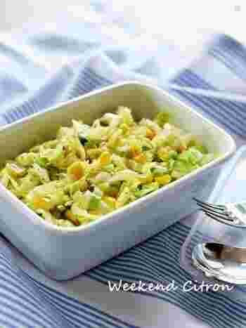 キャベツのサラダといえば、コールスロー。普通のキャベツでも充分おいしいですが、春キャベツで作るとさらにやわらかくておすすめです。