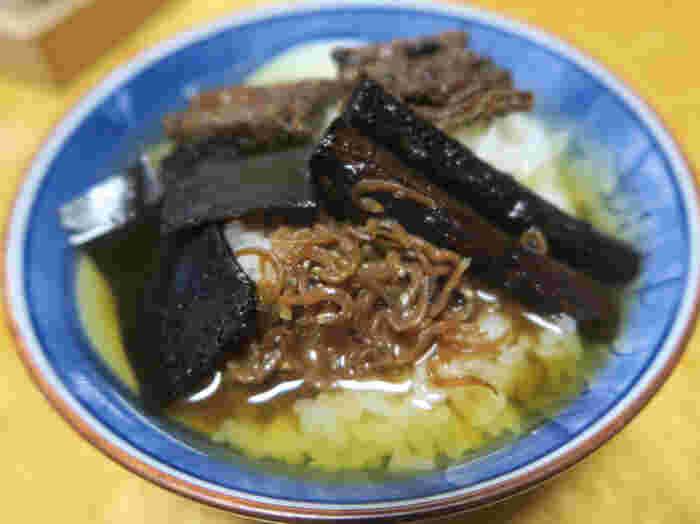 穴子、ちりめん、昆布、ゴボウの辛口佃煮。熱々のご飯と煎茶で召し上がれば、それぞれの贅沢な風味が引き立ちます♪