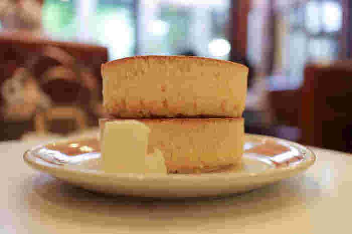 ふわふわというよりしっかり重量感もあり、どこか懐かしい味わい。心が落ち着く味わいです。バターをとろけさせながら頬張る一口は、本当に至福。