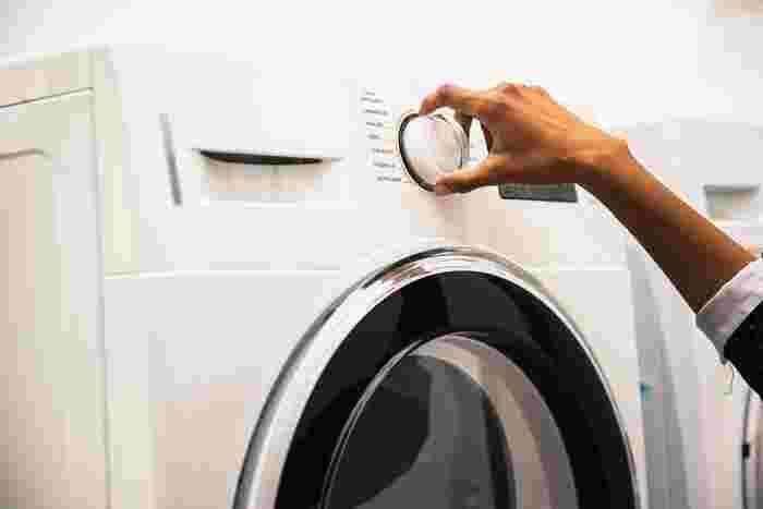 洗濯機に乾燥機能が付いている場合は、定期的に活用するのも方法のひとつです。こまめな乾燥を心がければ、カビの繁殖も予防できますよ♪