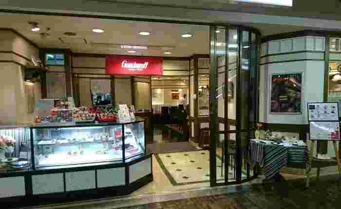 1923年(大正12年)創業のゴンチャロフ。ロシア・ロマノフ王朝の宮廷で菓子職人をしていたマカロフ・ゴンチャロフが、ロシア革命のため祖国を立ち、神戸・北野で創業しました。現在は百貨店を中心に全国に店舗があります。