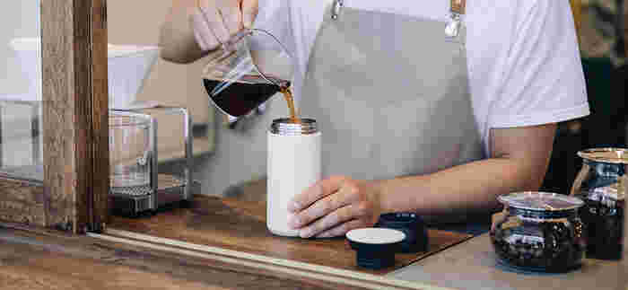 真空二重構造のトラベルタンブラーは、こだわりを持ちながらも柔軟なライフスタイルをおくる人に向けたアイテム。大きすぎないサイズ感は、コーヒーの風味を永く楽しむことができます。