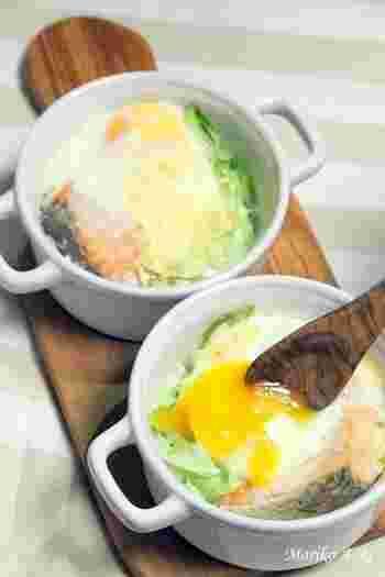 ミニココットで1人用から簡単調理OK!鮭を使ってトースターで簡単に作れるヘルシーなグラタン♪ホワイトソースも不要です。
