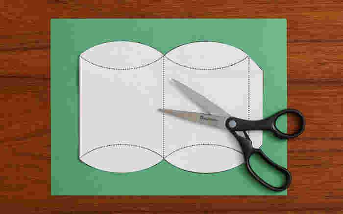 型紙はこんな感じになっていますよ。横幅は、中に入れる物にあわせて調整したいですね。