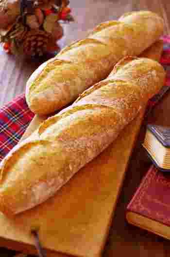 フランスパンのアレンジもたくさん種類があるのですね! そのままでももちろん美味しいフランスパンですが、いろんな食べ方を試してもっとフランスパンを食べたくなります!  簡単なレシピもたくさんありますので、是非アレンジに挑戦してみてくださいね。 素敵なフランスパンライフが送れますように♪