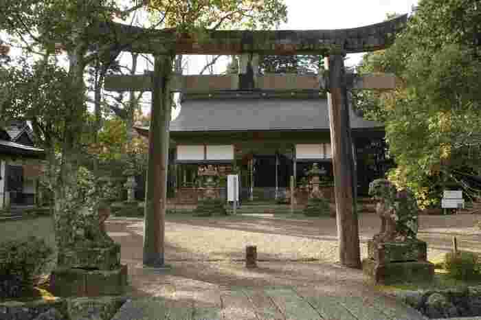 浦嶋神社は、825年に創建された神社で、日本昔話でもおなじみの「浦島太郎」を主祭神として祀る神社です。境内の宝物資料館には、玉手箱の展示や、浦島物語の絵巻物などが置かれています。