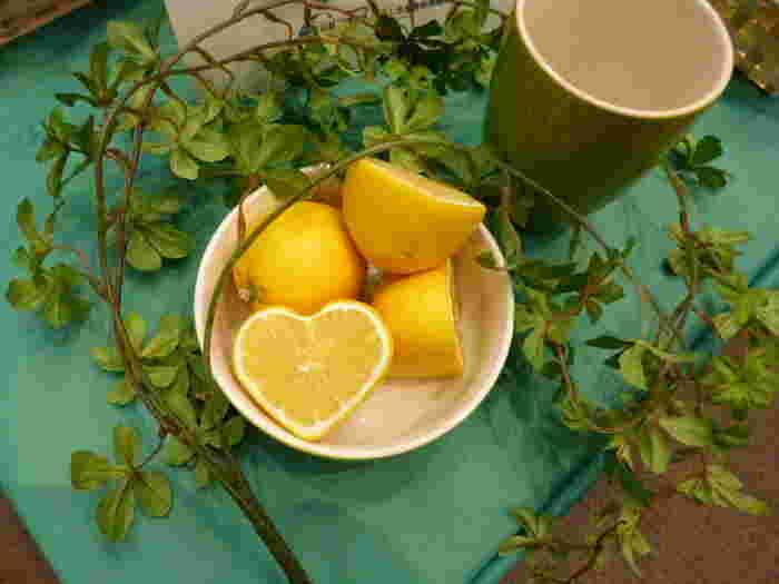 そんな広島の美味しいレモンは、なんとミカンと同じくらいの糖度があるそう。酸っぱいだけでなく甘さを感じられるのが特徴です。皮まで余すことなく使える国産レモンのレシピをご紹介します♪