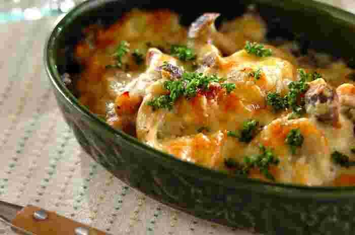 ねばりのある里芋は、クリーム系と相性抜群なのでグラタンもおすすめ。こちらのレシピは、生クリームなどは使っていませんが、とてもクリーミー。里芋の新たなおいしさが発見できそうですよ♪