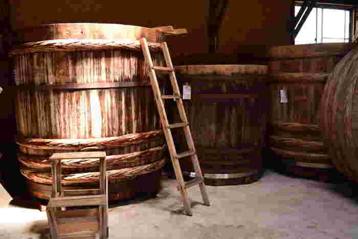 大量生産よりも地域に密着したお味噌づくりを目指している五味醤油。お味噌は木樽で仕込まれ、無添加天然醸造。麹も自社で製造するこだわりのお味噌です。