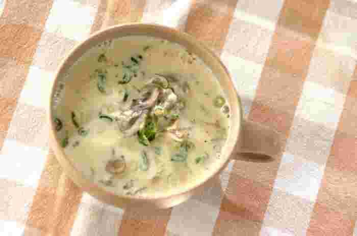 こちらのクリーミーなスープは、お酢と豆乳で作ったもの。具材は舞茸とザーサイなので下ごしらえも簡単♪歯ごたえの良い具材とスープのとろみ感も楽しい、ちょっと変わり風味のレシピです。
