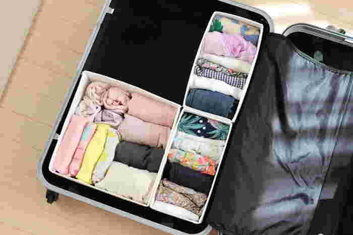 スーツケースにぴったり。空間を余すことなく使用して、たくさん収納できますね。 ボックスごと取り出して宿泊先で並べて使えるので、管理が楽になります。 ボックスは、柔らかい素材が扱いやすいでしょう。お手持ちの収納ボックスでも代用できそう◎