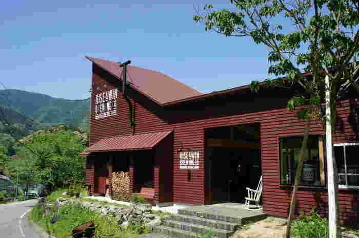 「RISE & WIN Brewing Co. BBQ & General Store(ライズ アンド ウィン ブルーイング カンパニー バーベキュー アンド ジェネラルストア」は、徳島県上勝町にあるブリュワリーです。